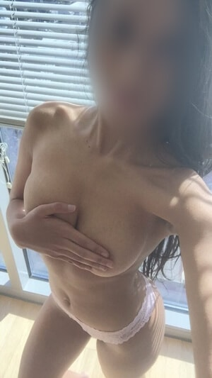 Chat With Sumera - Agra Phone Sex Operator - Age 19